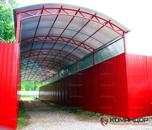 Фото Навеса из поликарбоната 3,5х25 с боковыми стенками